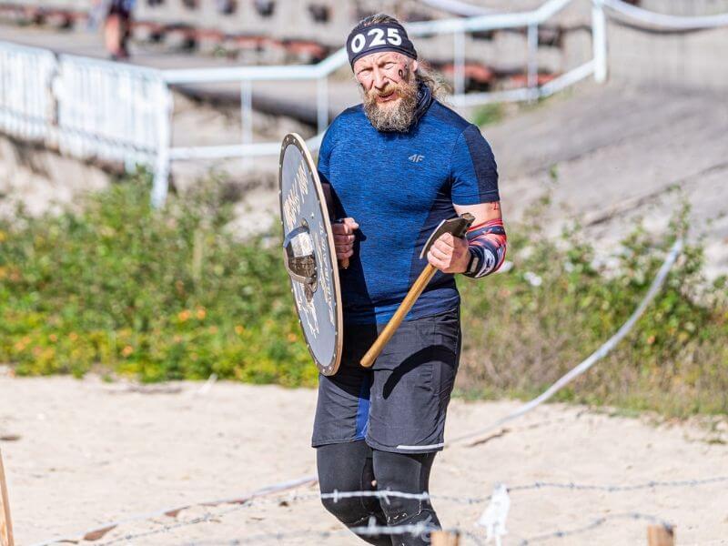 topor-tarcza-vikings-run